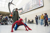 LONDON, UK - May 26: Spiderman and Doctor Octopus cosplayers pos — Stock Photo