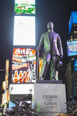 NEW YORK, US - NOVEMBER 22: Statue of George M. Cohan in Times S — Stock Photo