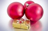 Kırmızı noel baubles — Stok fotoğraf