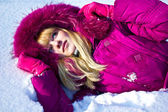 Girl in the snow — Stockfoto