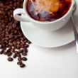 Black coffee and milk with beans — 图库照片