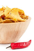 Pimento near to a bowl of crisps — Stock Photo