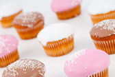 Blurred muffins with icing sugar — Stock Photo