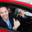 Happy man holding car keys — Foto de Stock