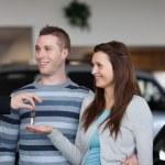 Salesman giving car keys to a woman — Stock Photo