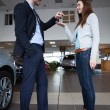 Man giving car keys to a woman — Foto Stock