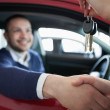 Woman giving car keys while shaking hand — Stock Photo #14078294