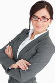 Attraktive junge geschäftsfrau, die mit brille — Stockfoto