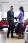 Salesman talking to a customer — Stock Photo