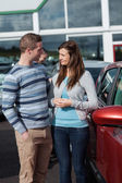 Couple talking about a new car — Stock Photo