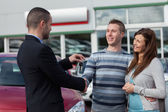 Man shaking hand with salesman — Stock Photo