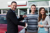 Salesman shaking hand of man — Stock Photo