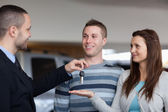 Businessman giving car keys to a woman — Stock Photo