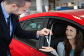 Customer receiving car keys — Stock Photo