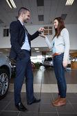 Man giving car keys to a woman — Stock Photo