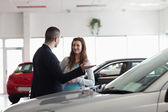 Dealer speaking to a woman — Stock Photo