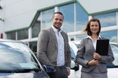 Man buying a new car — Stock Photo