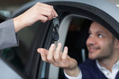 Man receiving car keys — Stock Photo