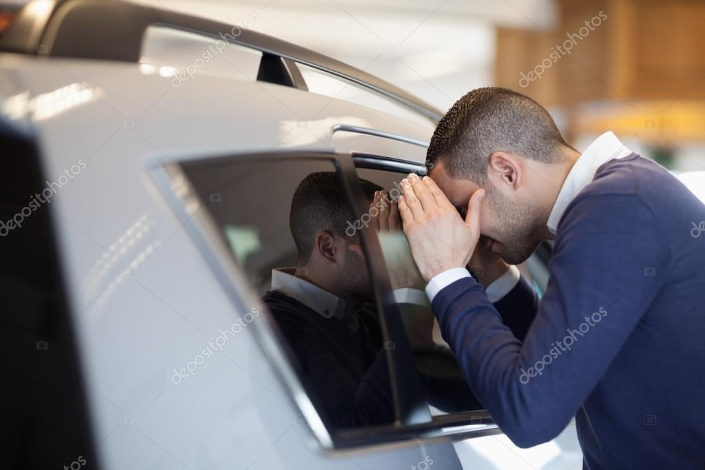 Client looking inside a car in a garage — Stock Photo #14078343