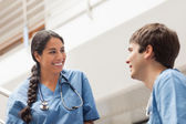 Female nurse talking with a male nurse — Stock Photo