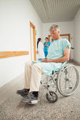 Patient in a wheelchair closing eyes — Stockfoto