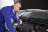 Smiling mechanic with his thumb up — Stock Photo
