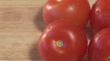 Stock Video Tomaten gedreht im studio