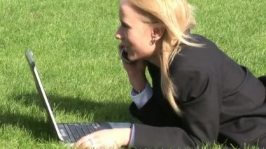 Woman lying on grass using laptop computer — Stock Video