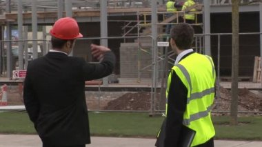 Two engineers in discussion at a Construction Site — Stock Video #14618981