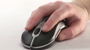A woman using a Mouse — Stock Video #14630231