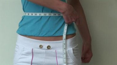 Woman Measuring waisteline — Stock Video