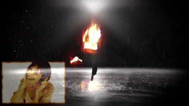 Una borrosa imagen 3d de danzas de un hombre mientras un baile de hombre y mujer y escuchar música — Vídeo de Stock