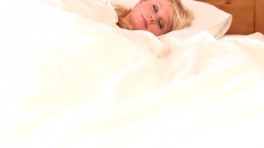 Blond woman waking up slowly — Stock Video