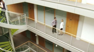 Businessman and businesswoman interacting in a big building — Stock Video