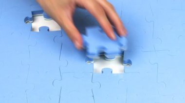 Hand placing the last two pieces on a puzzle — Stock Video