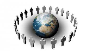 I en cirkel runt planeten i mitten. begreppet lagarbete — Stockvideo