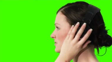 Green screen of a woman listening to music — Stock Video