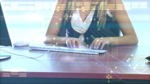 Businesswoman typing — Vidéo