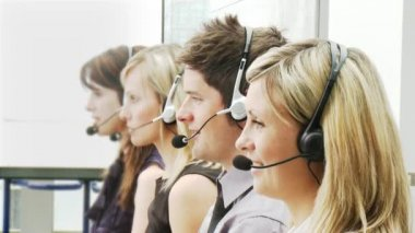 Businesspeople working in a call center — Stockvideo
