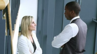 Blonde businesswoman and Afro-American businessman talking in workplace footage — Stock Video