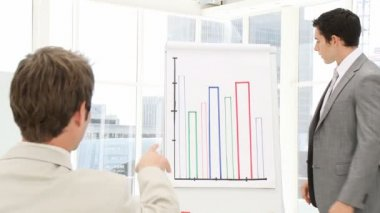 Attractive businessman doing a presentation — Stock Video