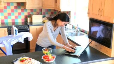 Overwhelmed woman working and cooking in the kitchen — Stock Video