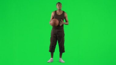 Afro-American basketball player footage against green screen — Stock Video