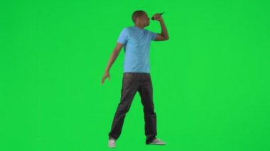 Afro-American man singing and dancing against green screen — Stock Video