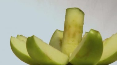 Cut green apple — Stock Video