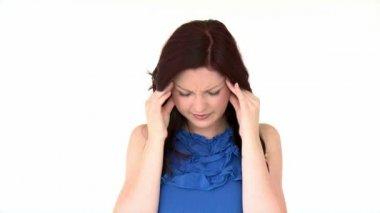 Aantrekkelijk meisje met een hoofdpijn — Stockvideo