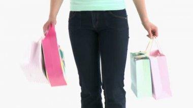 макро женщина, держащая сумки для покупок — Стоковое видео