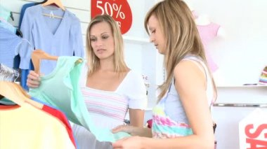 Smiling woman choosing clothes with her friend — Stock Video