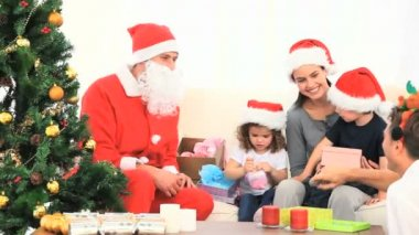 Santa Claus with a family — Stock Video