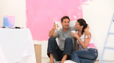 Uma mulher nos braços de seu marido — Vídeo Stock